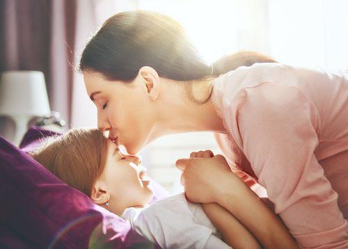 enfant et maman reveil en douceur