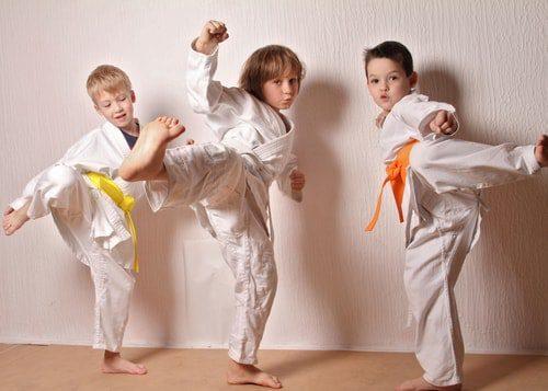 Enfant qui fait du judo